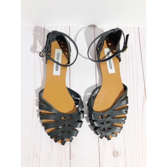 832c036d688 STEVE MADDEN Tamera flat sandal black sz 6.5. M 5abd304531a3765b7eb6d136